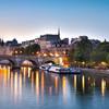 Paris s'éveille au couleur de l'aube et des lumières de la ville