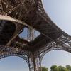 Vu d'en dessous de la Tour Eiffel