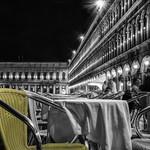 Le siège jaune de la place saint Marc